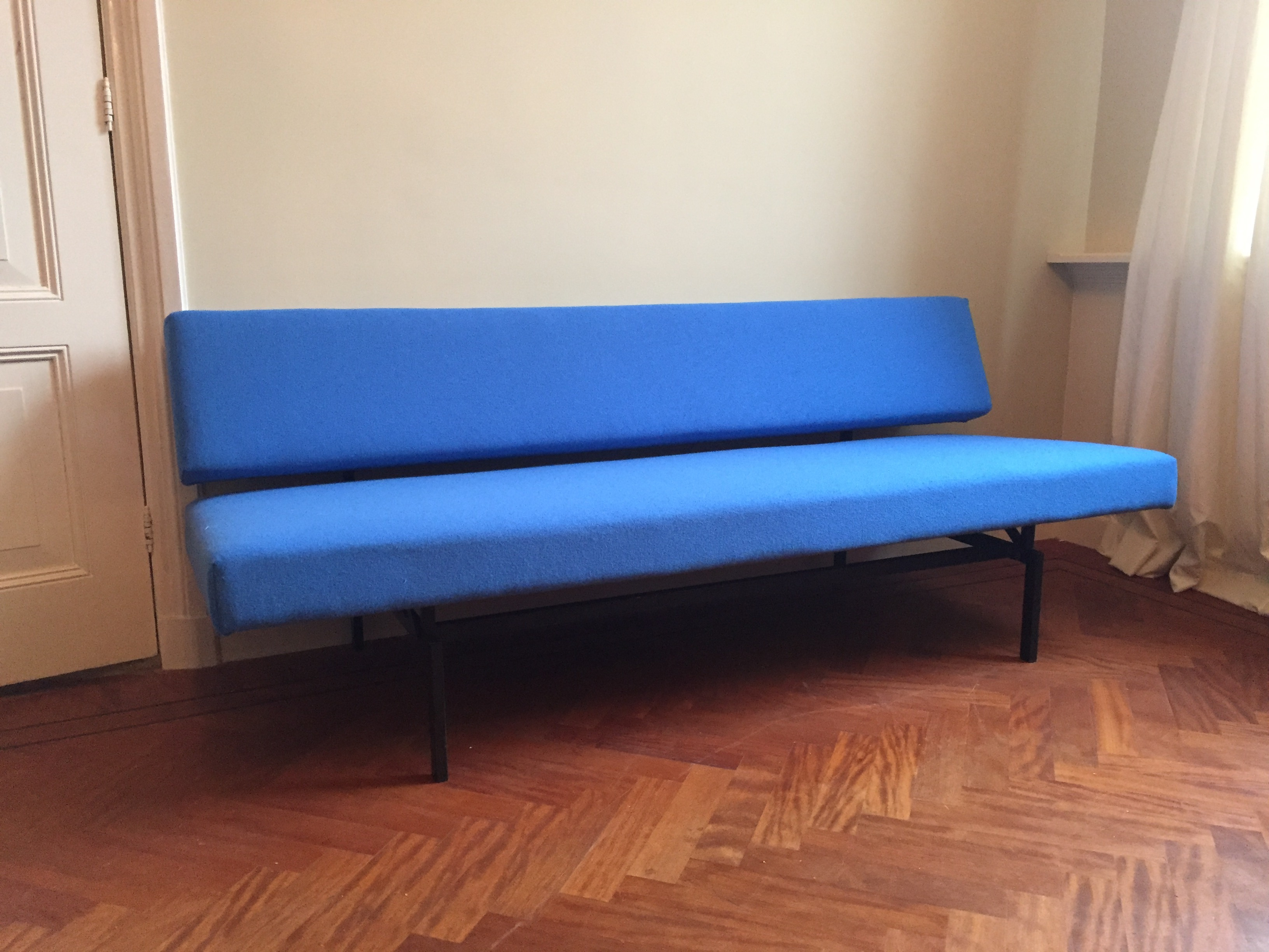 Spectrum (Sleeping) Sofa. Designed by Martin Visser in 1960. Completely restored with Interglobe Gabriel fabric.