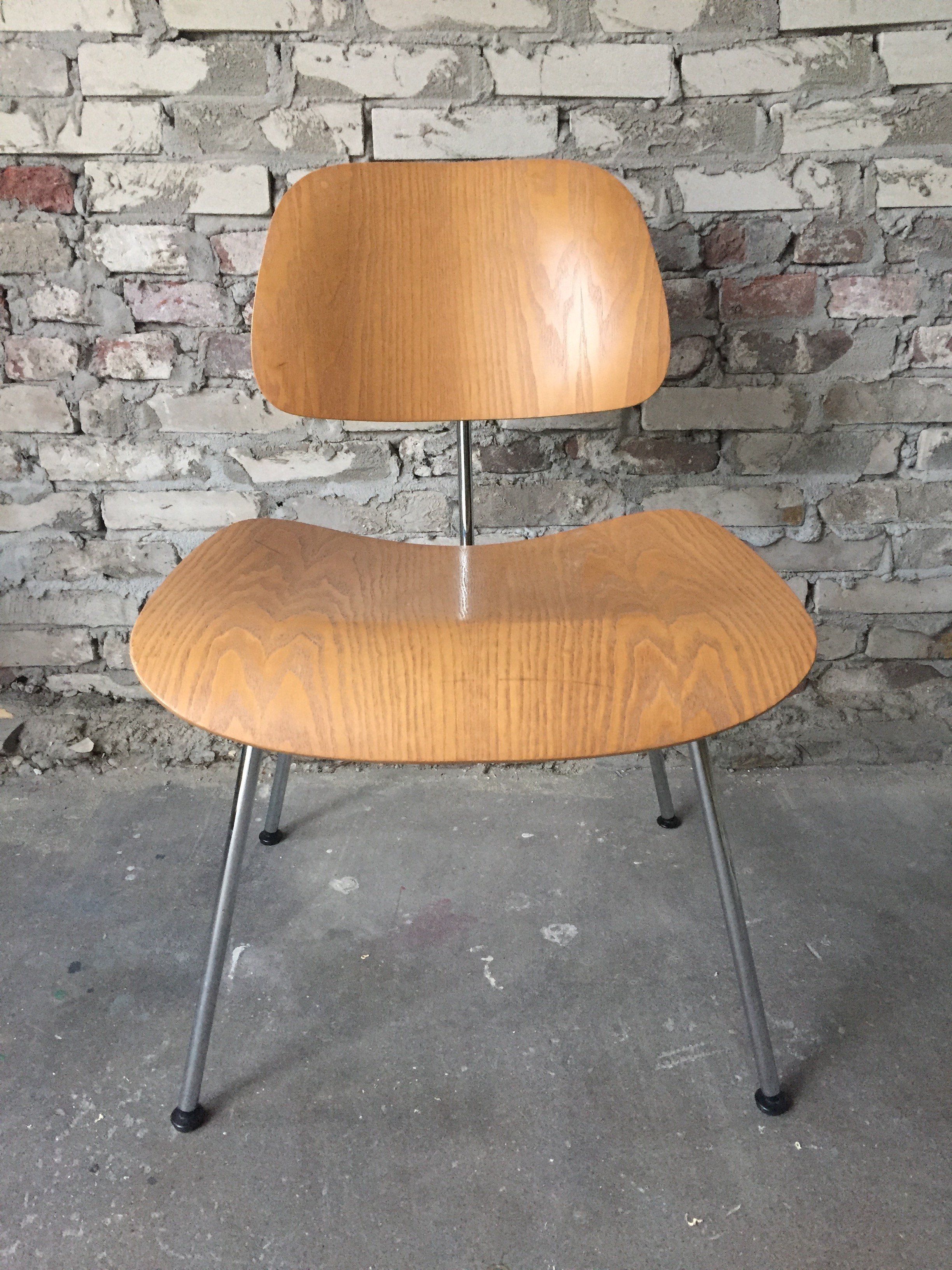 Products Chairs Eames DCM The Dutch Villa : IMG5499 from www.thedutchvilla.com size 2448 x 3264 jpeg 1916kB