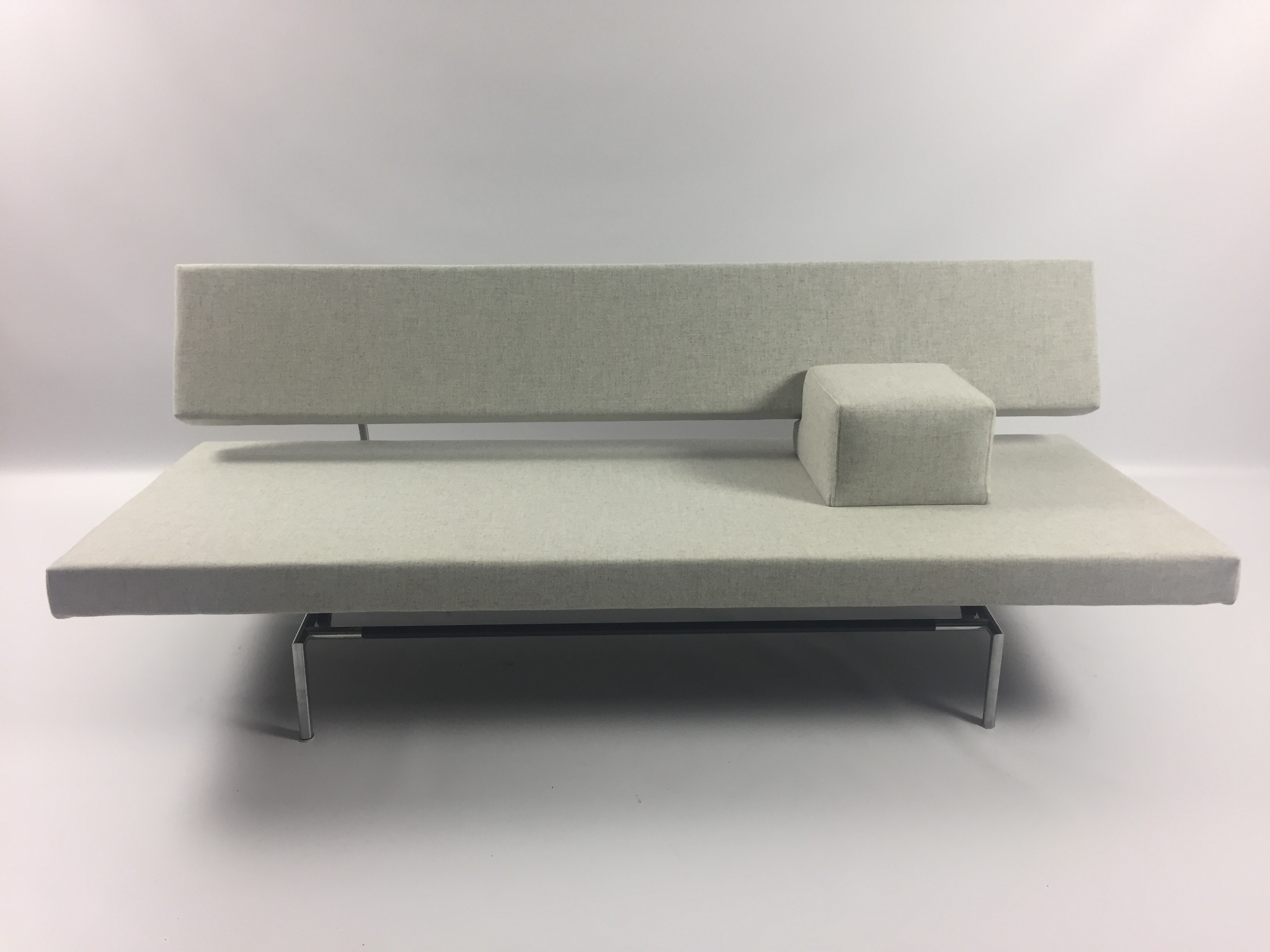 Spectrum BR02 (Sleeping) Sofa. Designed by Martin Visser in 1960. Completely restored.