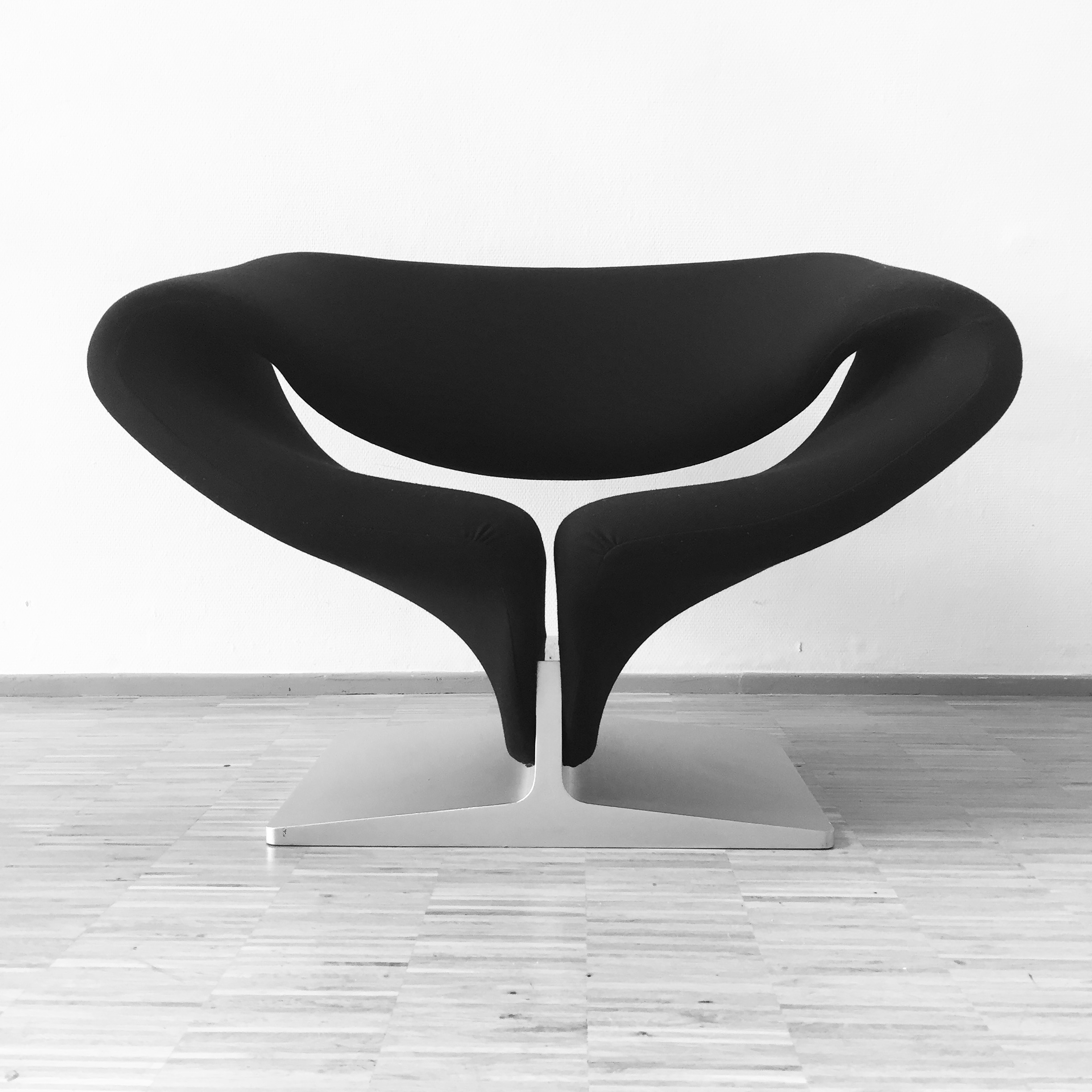 Artifort Ribbon Chair by Pierre Paulin