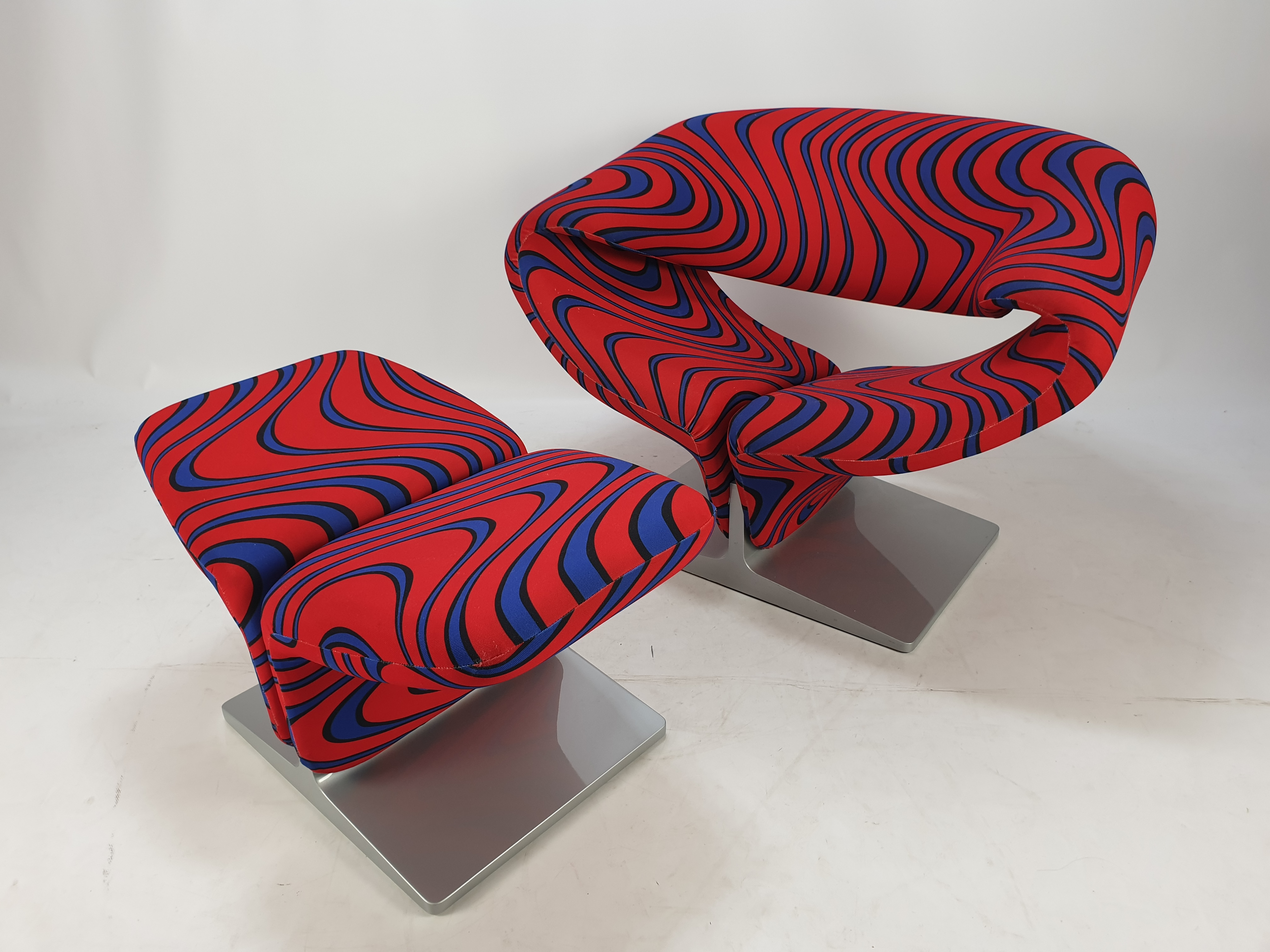 Artifort Ribbon Chair with Ottoman. Designed by Pierre Paulin.